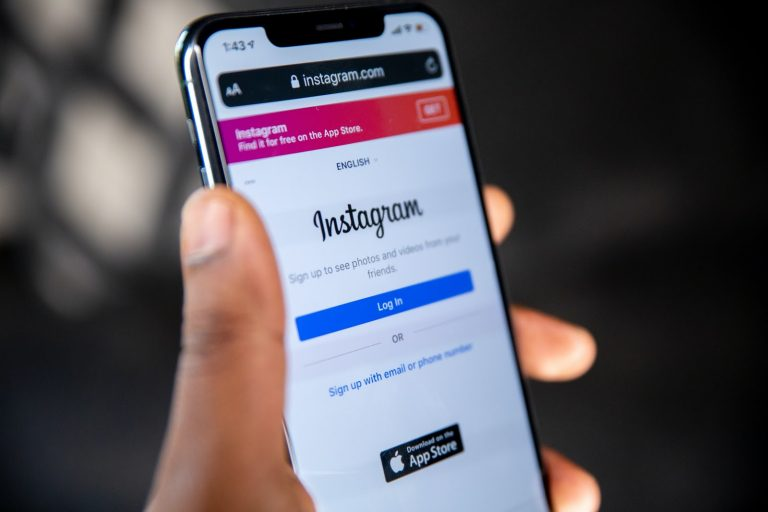instagram ads. instagram, instagram video ads, instagram story ads adverts, digital marketing, instagram advertising guide, how to run ads on instagram,